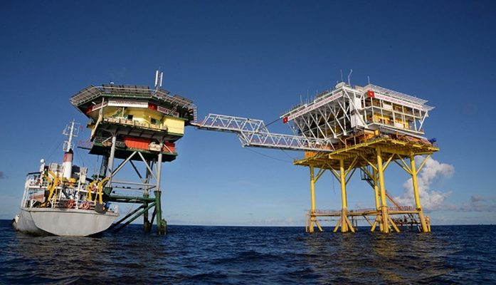 Các công trình vùng biển cần được phủ sơn công trình vùng biển để tránh bị nước biển ăn mòn